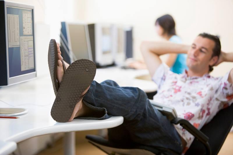 Bom senso - roupas de trabalho - chinelo - Imagem Pessoal