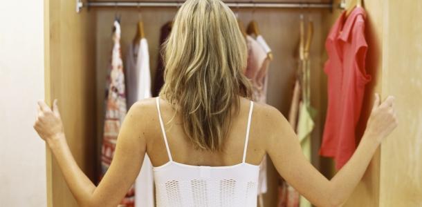 Como as escolhas de vestuário afetam as promoções no trabalho