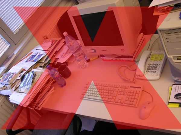 Imagem Pessoal: você já limpou/arrumou sua mesa hoje?