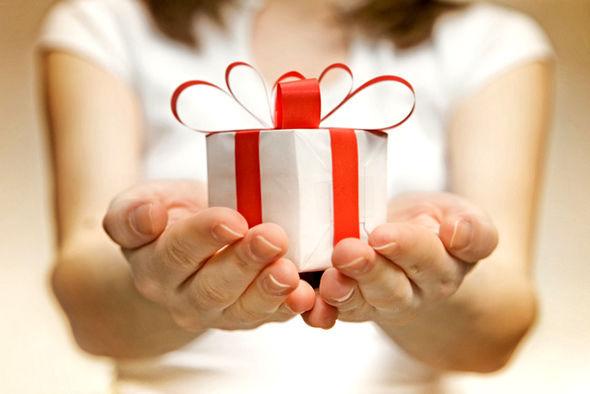 Um presente, muitas intenções: como acertar na escolha de brindes de final de ano